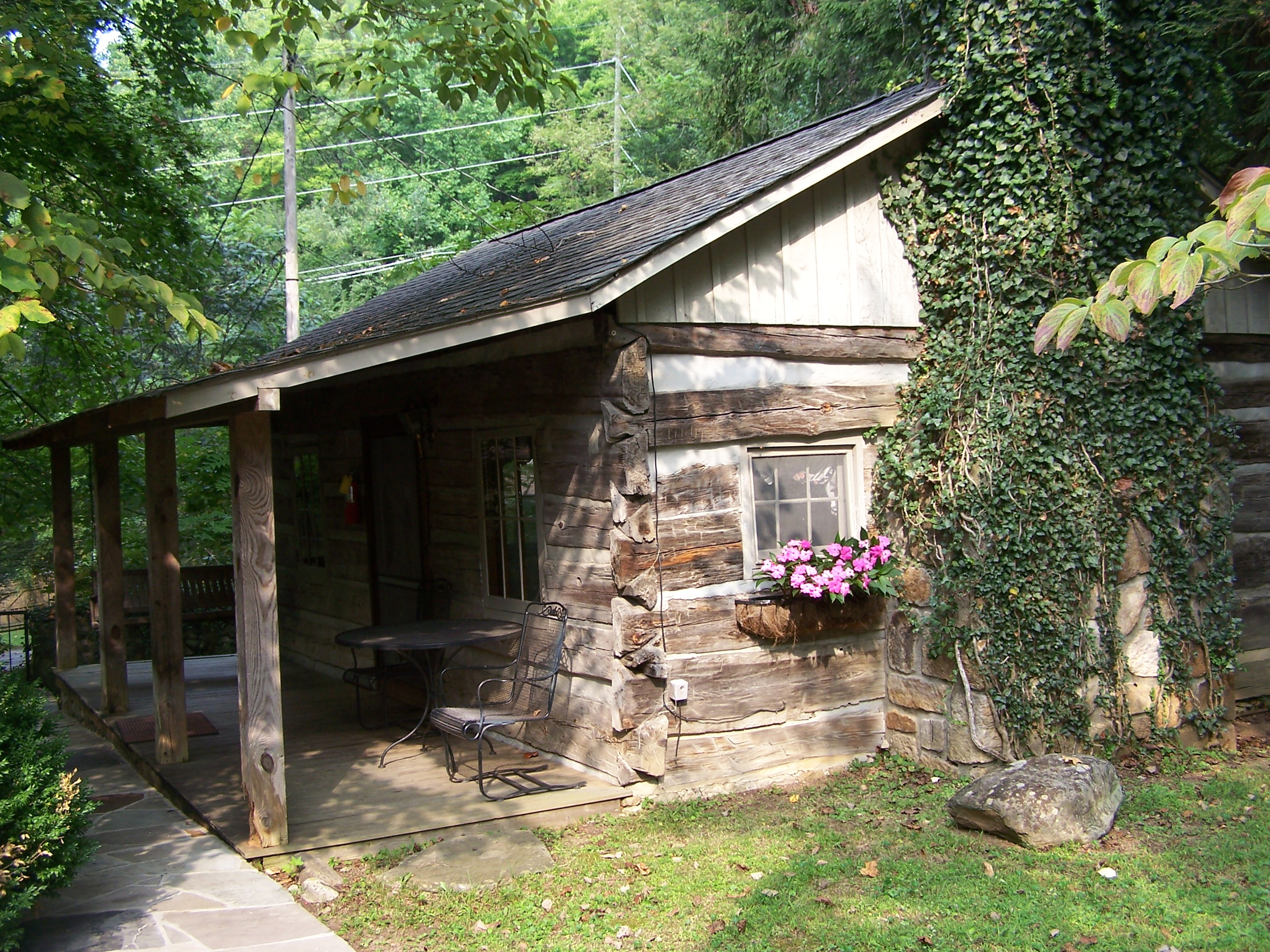 Tremendous Carrs Northside Cottages And Motel In Gatlinburg Tennessee Interior Design Ideas Tzicisoteloinfo
